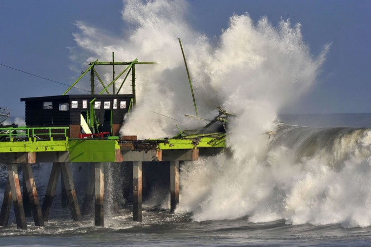 Huge waves destroy a structure in La Libertad, 34 km south of San Salvador, on May 3, 2015. (Marvin RECINOS/AFP/Getty Images)