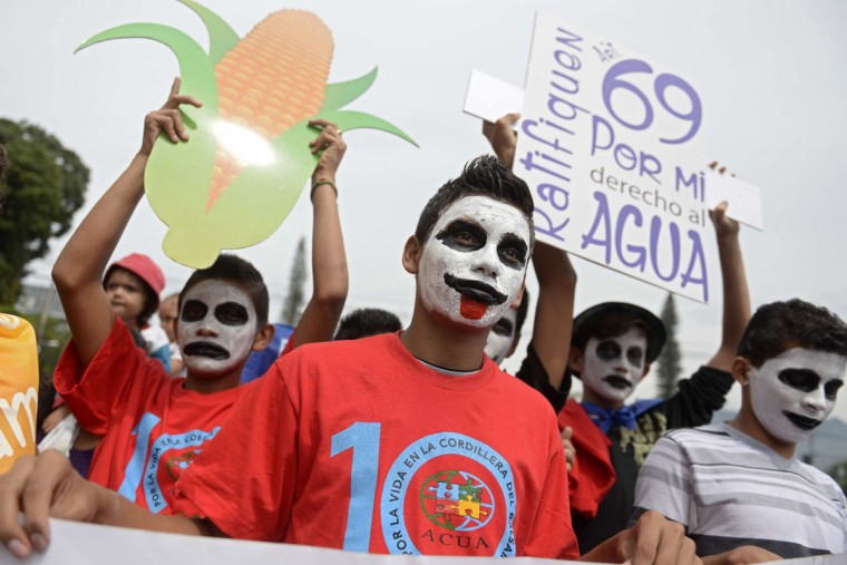 Salvadoreans participate in an ecological walk to protest against the exploitation of the environment, in San Salvador, on June 04, 2015. The protest involving several environmental organizations, was set up in the framework of the World Environment Day held each June 5. (AFP Photo/Marvin Recinos)