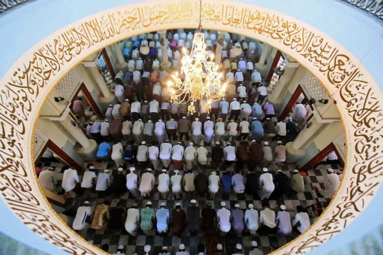 Thai Muslims pray at the Pattani Central Mosque to mark the holy month of Ramadan in Pattani on June 19, 2015. More than 1.5 billion Muslims around the world will mark the month, during which believers abstain from eating, drinking, smoking and having sex from dawn until sunset. (AFP Photo/Tuwaedaniya Meringing)