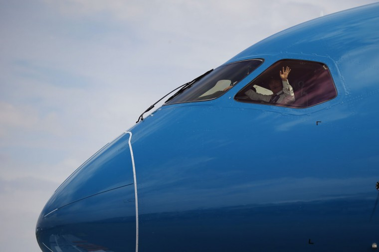 The pilot of the Boeing 787 Dreamliner waves to onlookers prior to its demonstration flight at the Paris Air Show, in Le Bourget airport, north of Paris, Tuesday, June 16, 2015. Some 300,000 aviation professionals and spectators are expected at this weekís Paris Air Show, coming from around the world to make business deals and see dramatic displays of aeronautic prowess and the latest air and space technology. (AP Photo/Francois Mori)