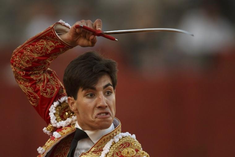 In this photo taken Saturday, May 30, 2015, Spanish bullfighter Alvaro Lorenzo uses his sword to kill an Alcurrucen ranch fighting bull during a bullfight in Aranjuez, near Madrid, Spain. Bullfighting is an ancient tradition in Spain. (AP Photo/Daniel Ochoa de Olza)