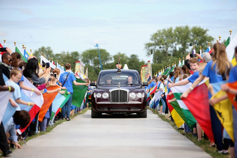 Queen Elizabeth II arrives at a Magna Carta 800th Anniversary Commemoration Event on June 15, 2015 in Runnymede, United Kingdom. Members of the Royal Family are visiting Runnymede to attend an event commemorating the 800th anniversary of Magna Carta. Magna Carta is widely recognised as one of the most significant documents in history. Its influence, as a cornerstone of fundamental liberties, is felt around the world in the constitutions and political traditions of countless nations. (Photo by Chris Jackson - WPA Pool / Getty Images)
