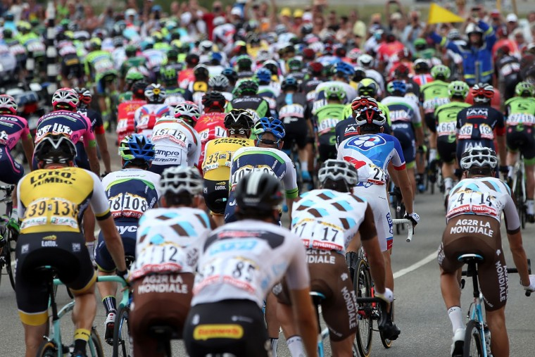 The peloton chases the breakaway early in the race during stage two of the 2015 Tour de France from Utrecht to Zelande on July 5, 2015 in Utrecht, The Netherlands. (Doug Pensinger/Getty Images)