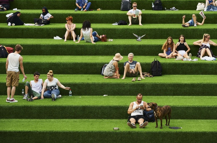Members of the public enjoy the warm weather in central London on July 1, 2015. A blistering heatwave sweeping through Europe on Wednesday brought blackouts to France and fears of heat stroke for Wimbledon tennis fans, but meant a range of interesting ice creams for the continent's zoo animals. (NIKLAS HALLE'N/AFP/Getty Images)