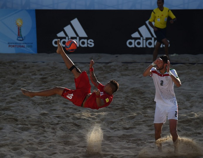 Tahiti's pivot Tearii Labaste (L) kicks the ball past Iran's defender Amir Akbari during the FIFA Beach Soccer World Cup 2015 football match Iran vs Tahiti in Espinho on July 16, 2015. (Francisco Leong/AFP/Getty Images)