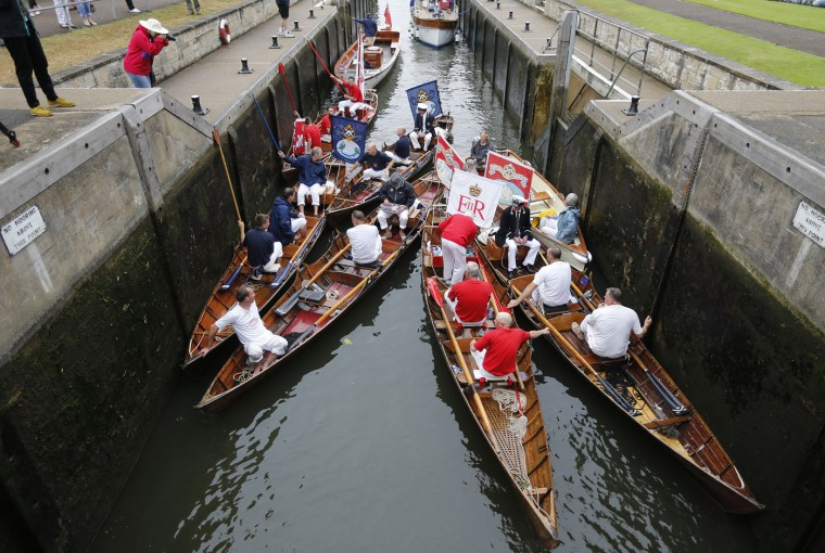 Boats gather at Shepperton lock during the annual count of the Queen's swans on the river Thames in Middlesex in Staines on Thames, Monday, July 20, 2015.(AP Photo/Frank Augstein)