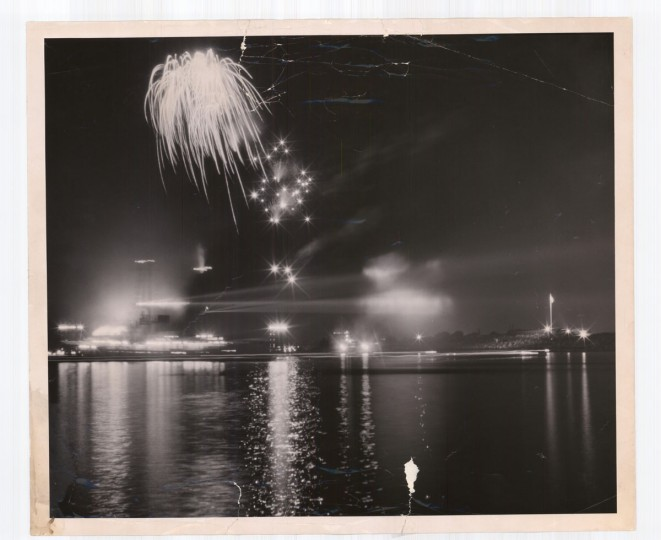 Fort McHenry fireworks on Sept. 17, 1951. (Baltimore Sun photo by Robert Kniesche)