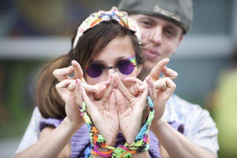 "Victoria Honey, left, and Nick Seltor, right, perform their ""Digits"" routine to music. (Tom Brenner / The Baltimore Sun)"