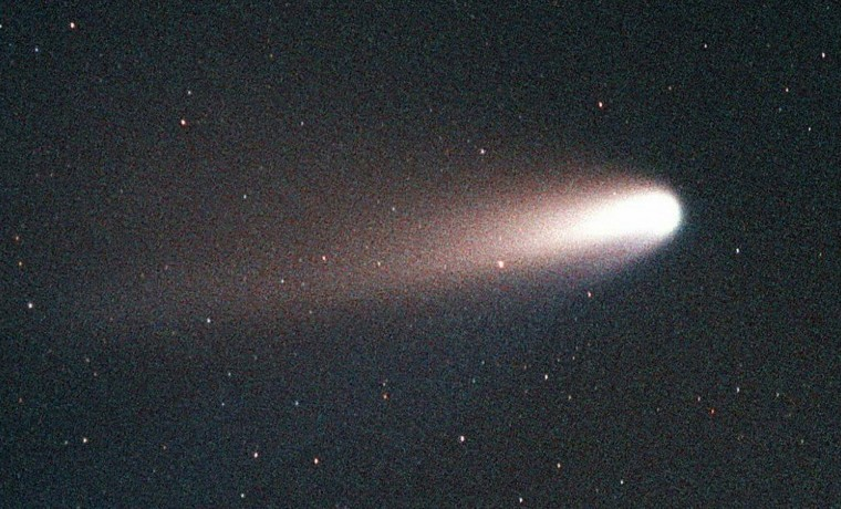July 23, 1995: The Comet Hale-Bopp was discovered on July 23, 1995 by Alan Hale and Thomas Bopp. According to NASA, it is the farthest comet ever discovered by amateurs. (GEORGE SHELTON/AFP/Getty Images)