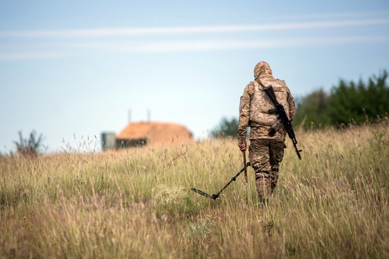 A Ukrainian serviceman checks for mines near the position of Ukrainian forces near Seversk, in the Donetsk region, on August 18, 2015. Ukraine's pro-Western leadership and Russia traded blame for a sharp escalation in violence that threatened to see all-out warfare return to the former Soviet nation's separatist east. Kiev and the insurgents on August 17 reported the death of at least 10 soldiers and civilians - a dramatic escalation that sparked international condemnation and marked the worst bloodshed in more than a month. (AFP Photo/Oleksandr Ratushniakoleksandr)