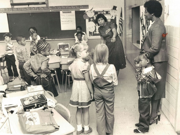 Teacher and pupils at Cross Country elementary get acquainted on the first day of the new year for city schools. (Lloyd Pearson/Baltimore Sun, 1981)