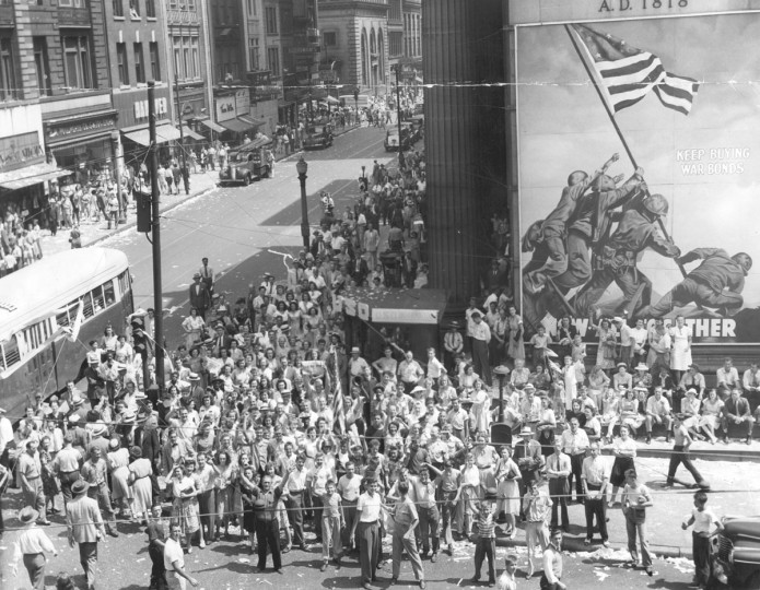 Crowd watching the Sun's sign, celebrating the surrender. (Baltimore Sun archives)