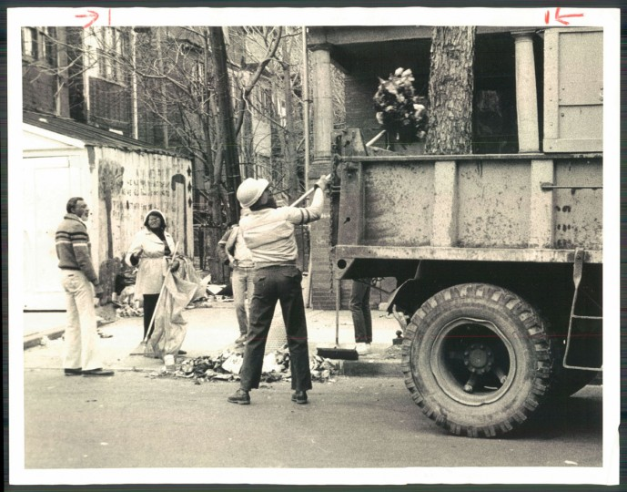 Claude Meekins, right, and Minnie Williams clean up an alley off Whitelock Street in Reservoir Hill on March 14, 1983. (Baltimore Sun photo by Clarence B. Garrett)