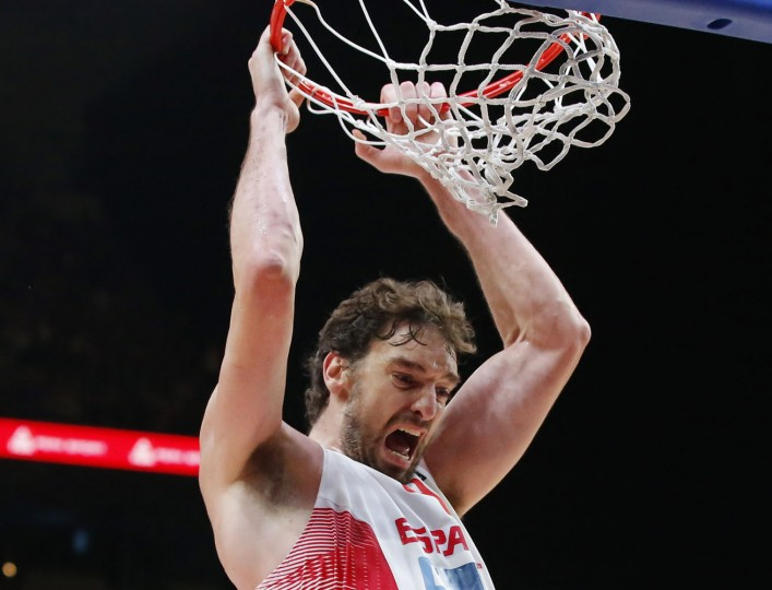 Spain's Pau Gasol, celebrates after dunking the winning basket during the EuroBasket European Basketball Championship semifinal match, between France and Spain, at Pierre Mauroy stadium in Lille, northern France, Thursday, Sept. 17, 2015. Spain won 80-75. (AP Photo/Michel Euler)