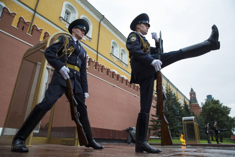The Kremlin guards change at the Tomb of Unknown Soldier outside the Kremlin wall in downtown Moscow, Russia, Wednesday, Sept. 2, 2015. (AP Photo/Pavel Golovkin)