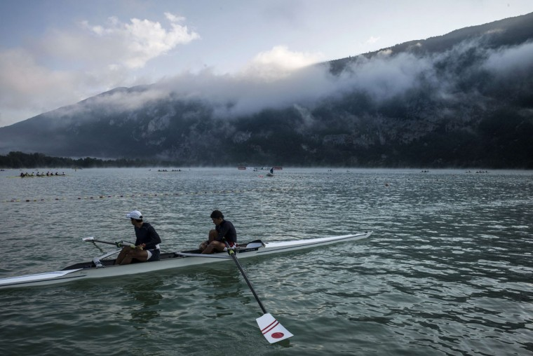 Japanese team rowers warm-up in the fog, on September 4, 2015 in Aiguebelette-Le-Lac, during the 2015 World Rowing Championships. (JEFF PACHOUD/AFP/Getty Images)