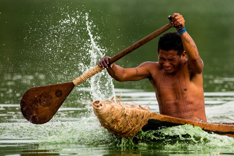 A Brazilian indigenous native practices canoeing during the first World Indigenous Games on October 25, 2015 in Palmas, Brazil. (Photo by Buda Mendes/Getty Images)