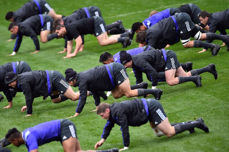 New Zealand All Black players attend a training session in Darlington, north east England on October 7, 2015 during the 2015 Rugby World Cup. (AFP Photo/Gabriel Bouys)