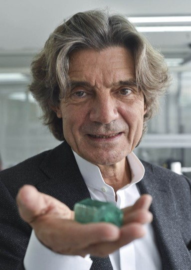 "Corentin Quideau, director of Muzo Emerald Company, shows an emerald during an interview in Bogota, on October 16, 2015. Colombian emeralds are considered to be the most beautiful in the world, but the same as ""blood diamonds"" of Africa, their image was saddened by decades of violence, a reputation some are willing to change. (Luis Acosta/Getty Images)"