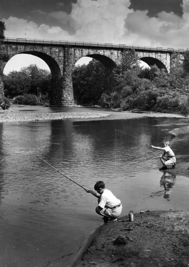 1935 - Fishing at the Thomas Viaduct in Relay, Maryland. (A. Aubrey Bodine/Baltimore Sun)