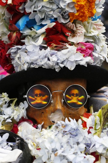 "A human skull or ""natitas"" crowned with flowers and wearing glasses is displayed outside the Cementerio General chapel, during the Natitas Festival, in La Paz, Bolivia, Sunday, Nov. 8, 2015. Although some natitas have been handed down through generations, many are from unnamed, abandoned graves that are cared for and decorated by faithful who use them as amulets believing they serve as protection. The tradition marks the end of the Catholic All Saints holiday, but is not recognized by the Catholic church. (AP Photo/Juan Karita)"