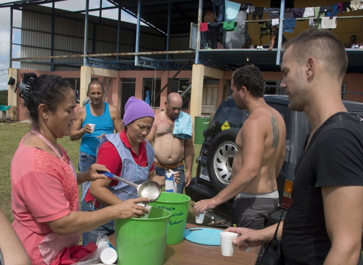 Some of a group of 150 Cubans who remain at a shelter are served coffee in La Cruz, Guanacaste, Costa Rica, near the border with Nicaragua on November 17, 2015. A surge of some 2,000 Cuban migrants trying to cross Central America to reach the United States triggered a diplomatic spat between Costa Rica and Nicaragua Monday, plunging tense relations between the two countries to a new low. (AFP Photo/Ezequiel Becerra)