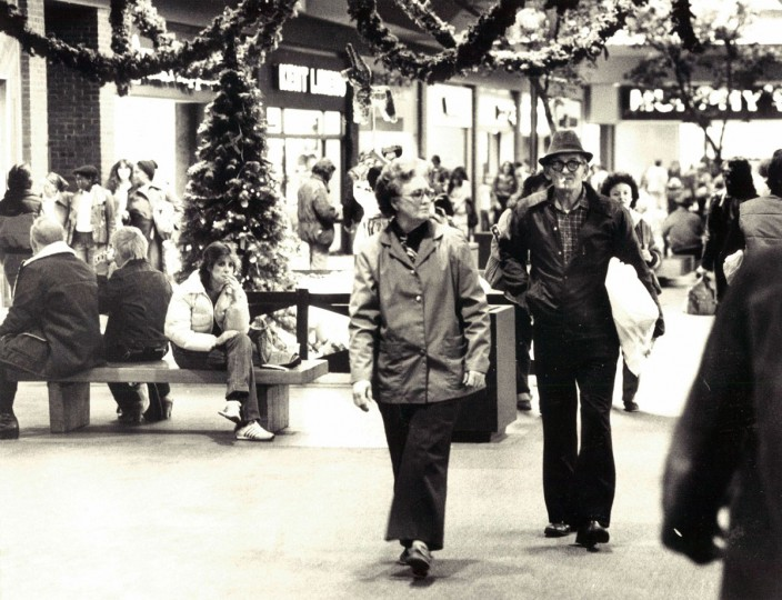 The shopping crowd at Eastpoint Mall. (Weyman Swagger/Baltimore Sun, 1981)