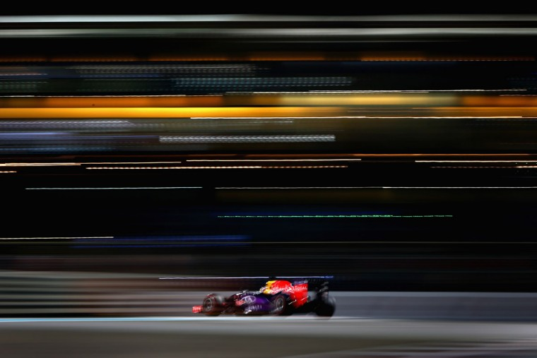 Daniel Ricciardo of Australia and Infiniti Red Bull Racing drives during practice for the Abu Dhabi Formula One Grand Prix at Yas Marina Circuit on November 27, 2015 in Abu Dhabi, United Arab Emirates. (Photo by Clive Mason/Getty Images)