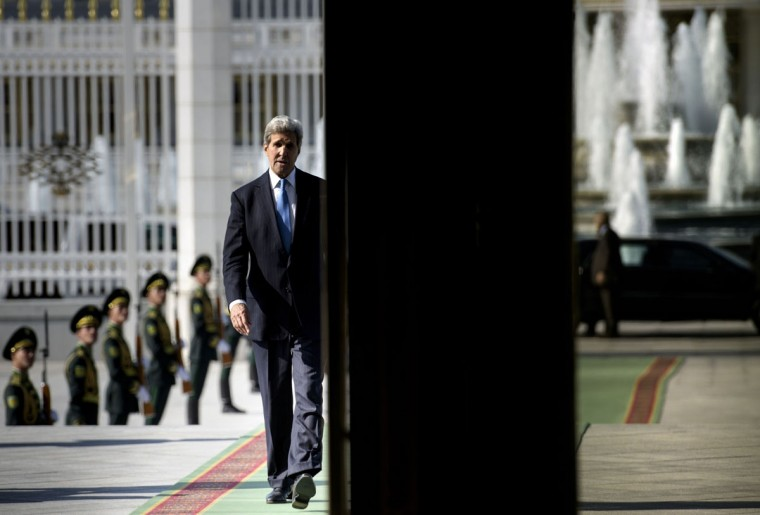US Secretary of State John Kerry arrives for a meeting with Turkmen President Gurbanguly Berdimuhamedov at the Oguzkhan Presidential Palace on November 3, 2015 in Ashgabat. Kerry is traveling to Tajikistan and Turkmenistan on the last day of his travels in the region as he visits five Central Asian nations. (AFP Photo/Brendan Smialowski)