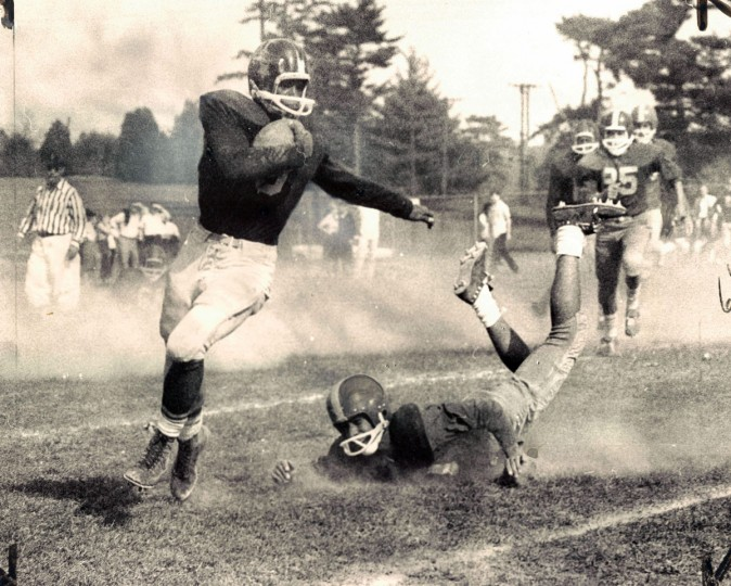 Southern High's Bill Ballard rounds his right end for fourth quarter yardage against Mervo. (Baltimore Sun archives, 1963)