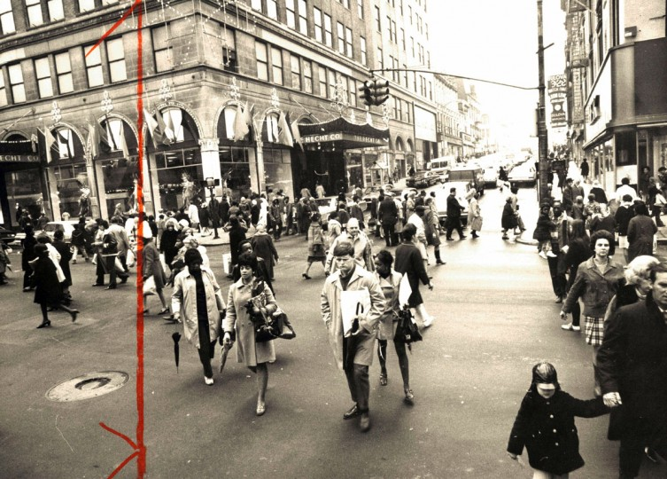 Shopping scene at Lexington and Howard Streets. (Joseph A DiPaola/Baltimore Sun, December 23 , 1970)
