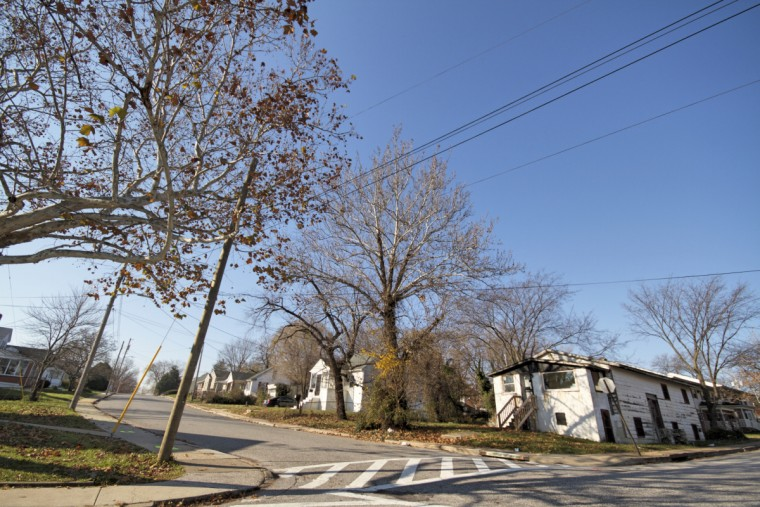Private housing, nestled between public housing in Cherry Hill. (Kalani Gordon/Baltimore Sun)