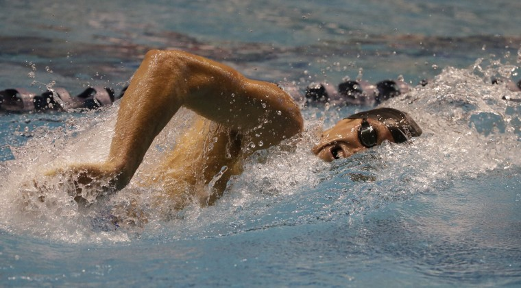 Conor Dwyer swims in a preliminary race in the men's 400 meter freestyle during the U.S. Winter Nationals swimming event Thursday, Dec. 3, 2015, in Federal Way, Wash. (AP Photo/Elaine Thompson)