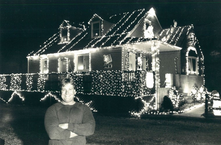 Christmas lights at the home of Paul Canatella. It took 6 people 1.5 weeks to hang the 30,00 lights. His electric bill is $300 above normal with the lights. (Algerina Perna/Baltimore Sun, 1987)