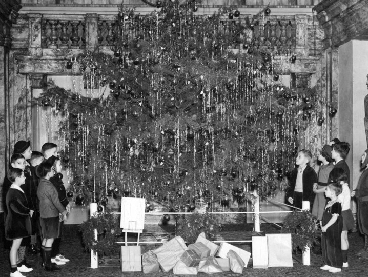 Children gather around the Christmas Tree during the Junior League Sun Christmas Party in 1937. (Baltimore Sun)