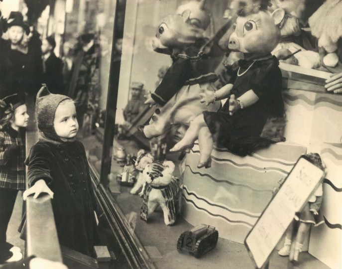 Eileen Gray looks at a holiday window display in downtown in 1939. (Baltimore Sun)