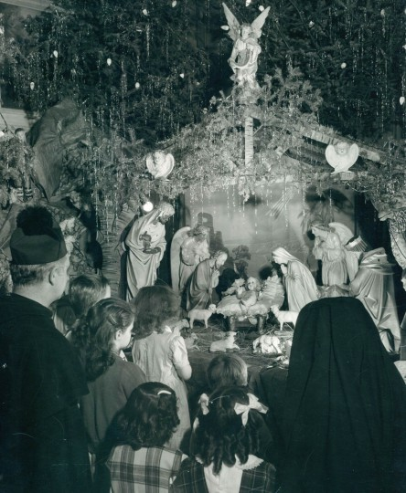 This is a Polish Christmas In Baltimore in 1950. (A. Aubrey Bodine/Baltimore Sun)