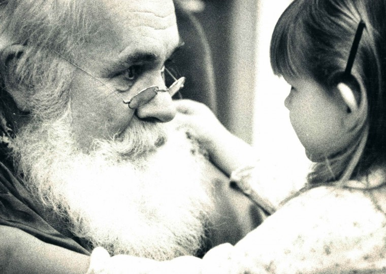 Santa interacts with a little girl in 1981. (George Cook/Baltimore Sun)