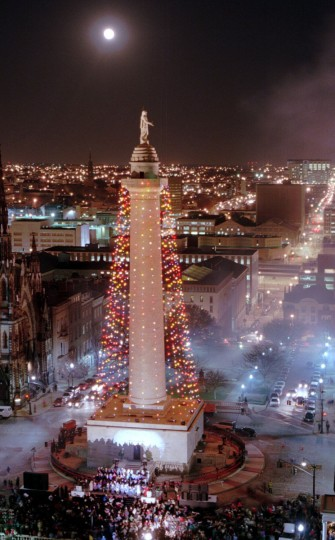 The Washington Monument with its Christmas lights all lit up after the official lighting ceremony. (Kenneth K. Lam/Baltimore Sun, 1995)
