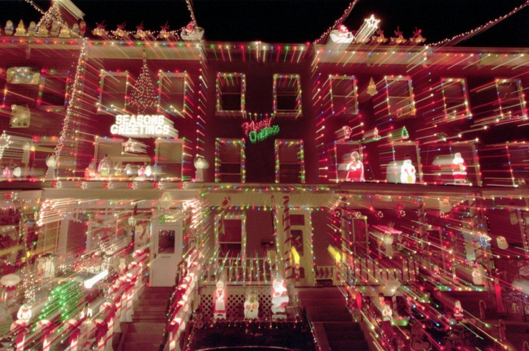 DEC 11, 1995-- Christmas light display at 700 block of W. 34th street. (Kenneth K. Lam/Baltimore Sun)