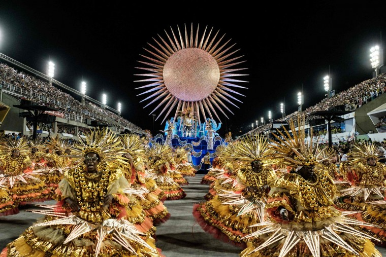 Revelers of Uniao da Ilha samba school perform during the first night of the carnival parade at Sambadrome in Rio de Janeiro, Brazil on February 7, 2016. (AFP Photo/Yasuyoshi )