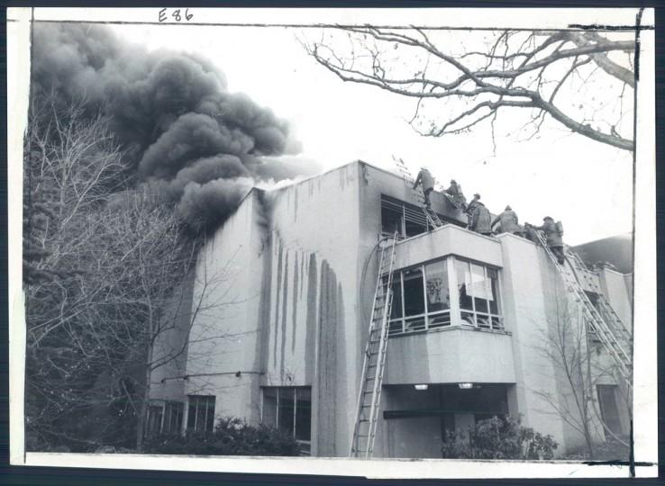 A five-alarm blaze strikes Roland Park Country School on Nov. 27, 1976. (Baltimore Sun photo)