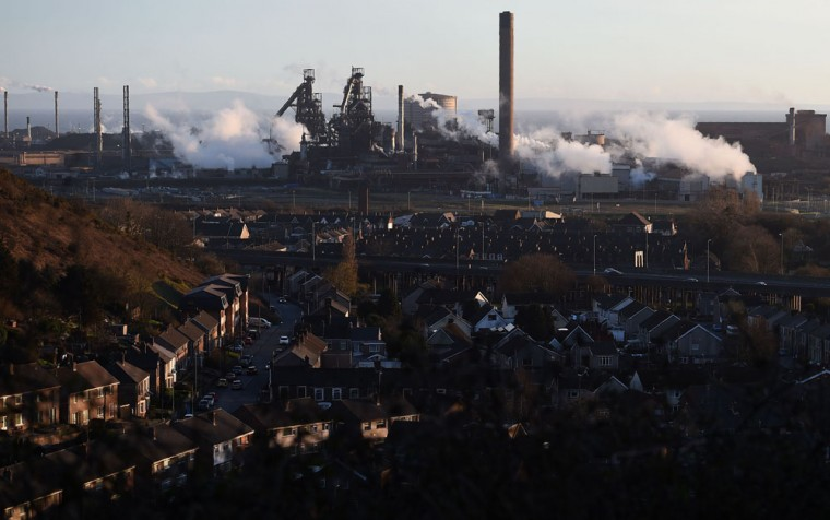A picture shows the Tata Steel steel plant at Port Talbot, south Wales on March 30, 2016. Indian giant Tata Steel on March 30, 2016 put its British business up for sale, sparking calls for the government to intervene and safeguard thousands of jobs in the crisis-hit industry. (AFP Photo/Paul Ellis)
