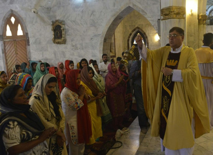 "Pakistani Christians gather during an Easter service at a church in Lahore on March 27, 2016. Pope Francis spoke out against the ""rejection"" of refugees as the European migrant crisis saw its latest desperate scenes on the Greek border with Macedonia. The pontiff used his Easter address to urge people to offer ""welcome and assistance"" to those fleeing war and poverty, as Europe struggles with its worst migration crisis since World War II. (AFP PHOTO / ARIF ALI)"