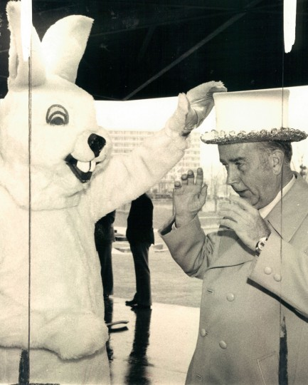 The Easter Bunny and Mayor Schaefer at Rash Field. (Lloyd Pearson/Baltimore Sun, 1979)