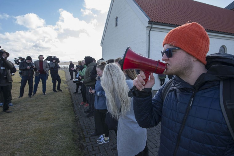 A protestor speaks as Iceland's ex-prime minister Sigmundur David Gunnlaugsson handed in his resignation to Iceland's President Olafur Ragnar Grimsson in Reykjavik, on April 7, 2016. Sigmundur David Gunnlaugsson resigned amid mass protests over a hidden offshore account revealed in the so-called Panama Papers leak. / AFP PHOTO / HALLDOR KOLBEINSHALLDOR KOLBEINS/AFP/Getty Images)