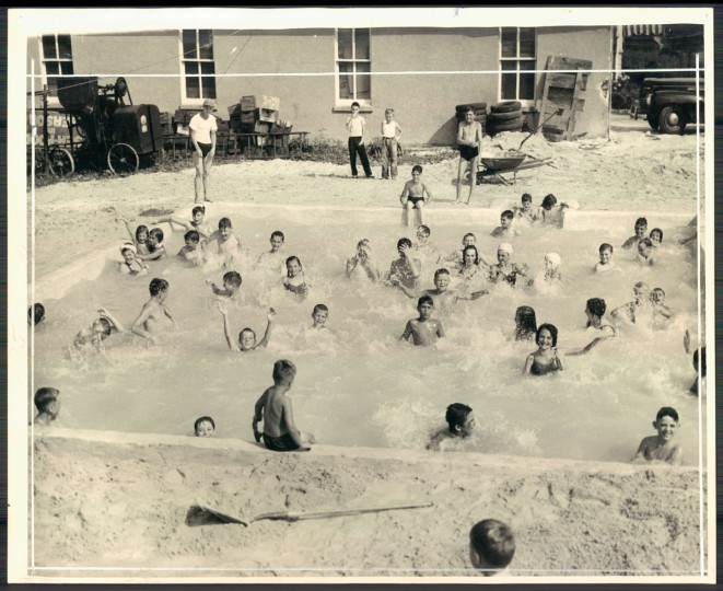 Swimming pool on Harford Road, August 5, 1946 (Merriken/Baltimore Sun)