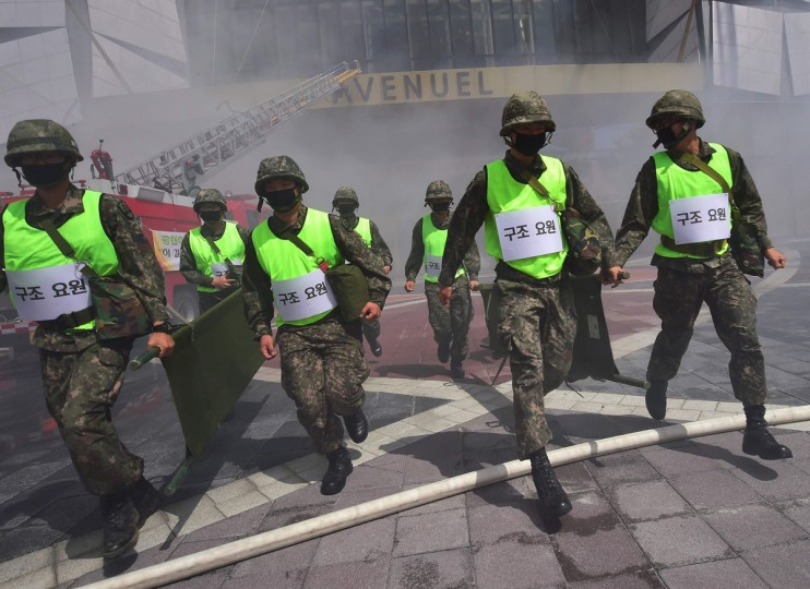 South Korean soldiers participate in a fire drill as part of a disaster management exercise at a skyscraper in Seoul on May 16, 2016. (JUNG YEON-JE/AFP/Getty Images)