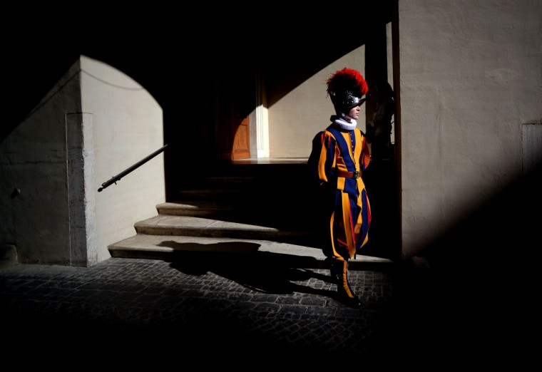 A swiss guard stands prior to a swearing-in ceremony of the new swiss guards in Vatican City, on May 6, 2016. The annual swearing in ceremony for the new papal Swiss guards takes place on May 6, commemorating the 147 who died defending Pope Clement VII on the same day in 1527 during the sack of Rome. (AFP Photo/Filippo Monteforte)