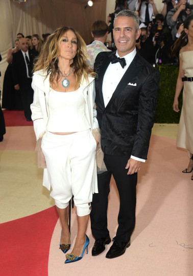 "Sarah Jessica Parker, left, and Andy Cohen arrive at The Metropolitan Museum of Art Costume Institute Benefit Gala, celebrating the opening of ""Manus x Machina: Fashion in an Age of Technology"" on Monday, May 2, 2016, in New York. (Photo by Charles Sykes/Invision/AP)"